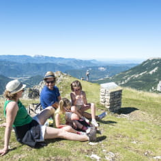 Randonnée en famille en montagne