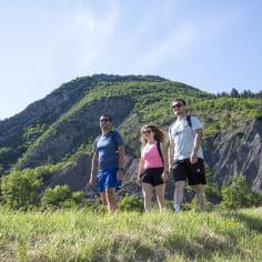 RAndonnée dans la Drôme devant une colline