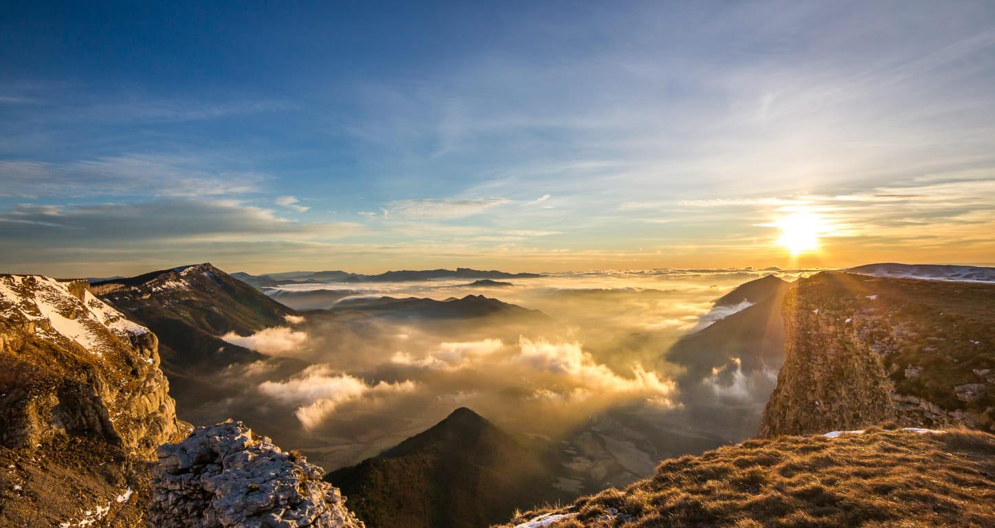 coucher de soleil et nuages sur les montagnes du parc naturel régional du Vercors