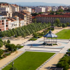 Le Champs de Mars avec le kiosque Peynet à Valence sur la Viarhôna, la véloroute voie verte