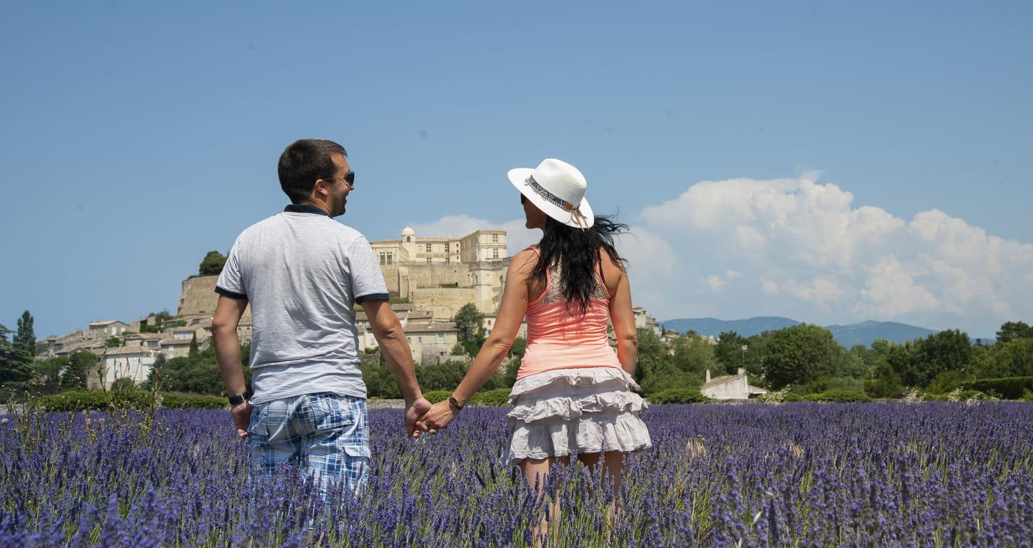 La Drôme à découvrir en amoureux - ici devant le village de Grignan