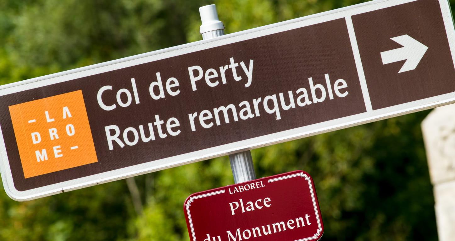 panneau routier de la route ramarquable du col de Perty