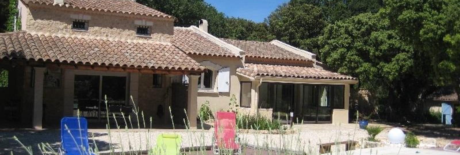 Piscine + maison saint restitut