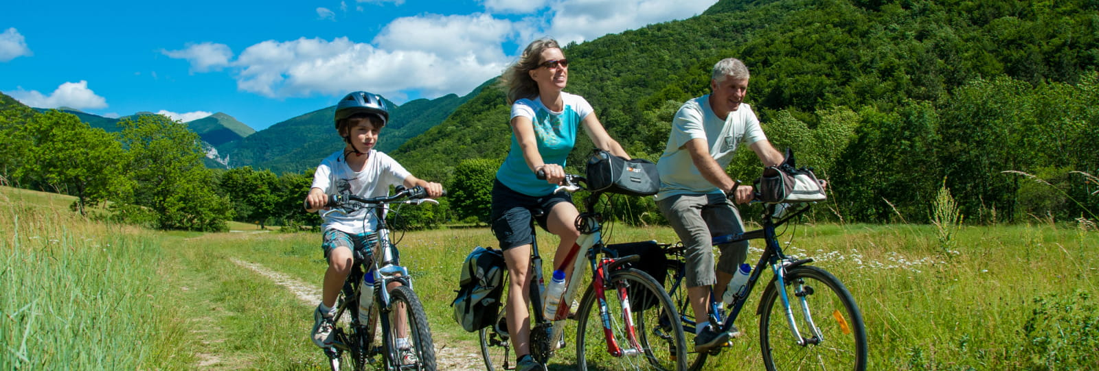 Cycling: a bicycle ride in family along the river Drôme