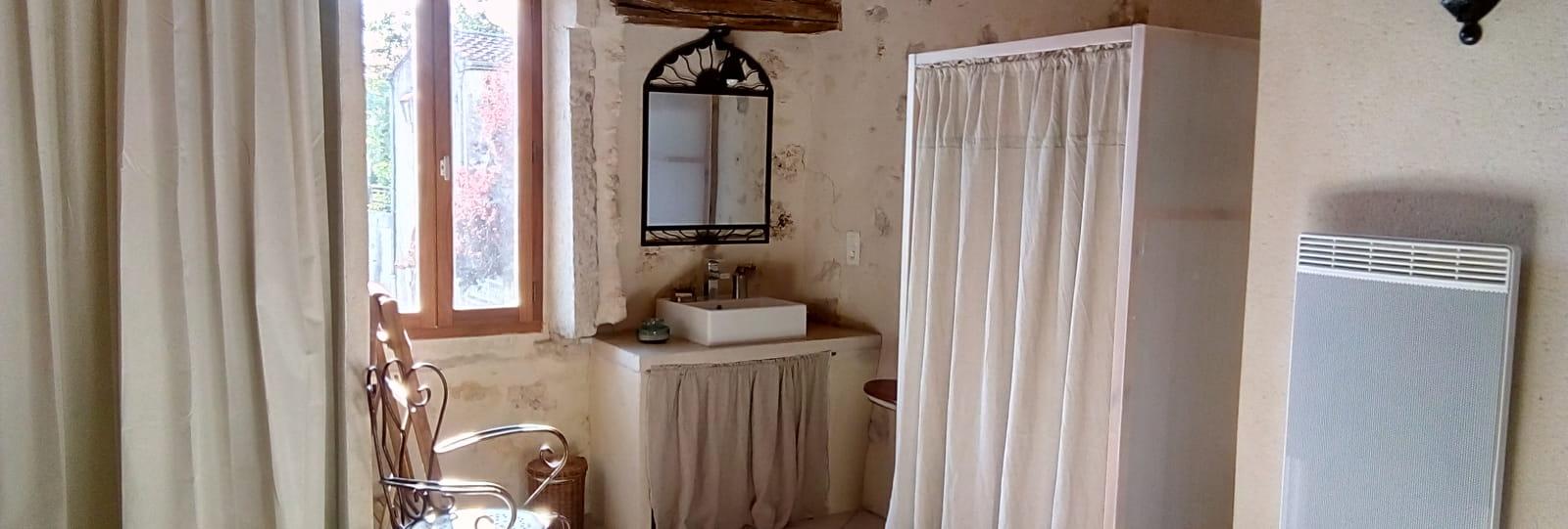 Coin salle d'eau au 1er étage