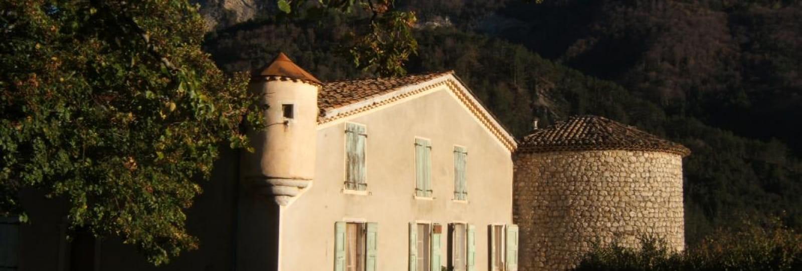 l'Atelier du Château situé dans une maison forte