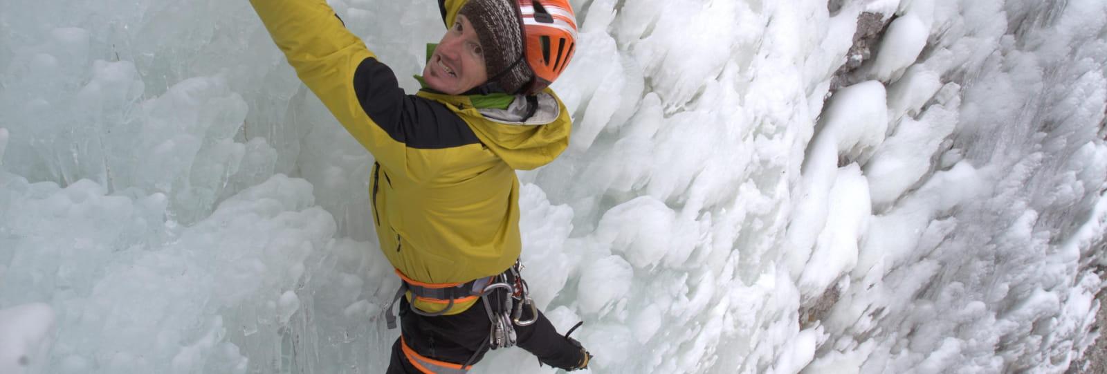 Grimpeur cascade de glace