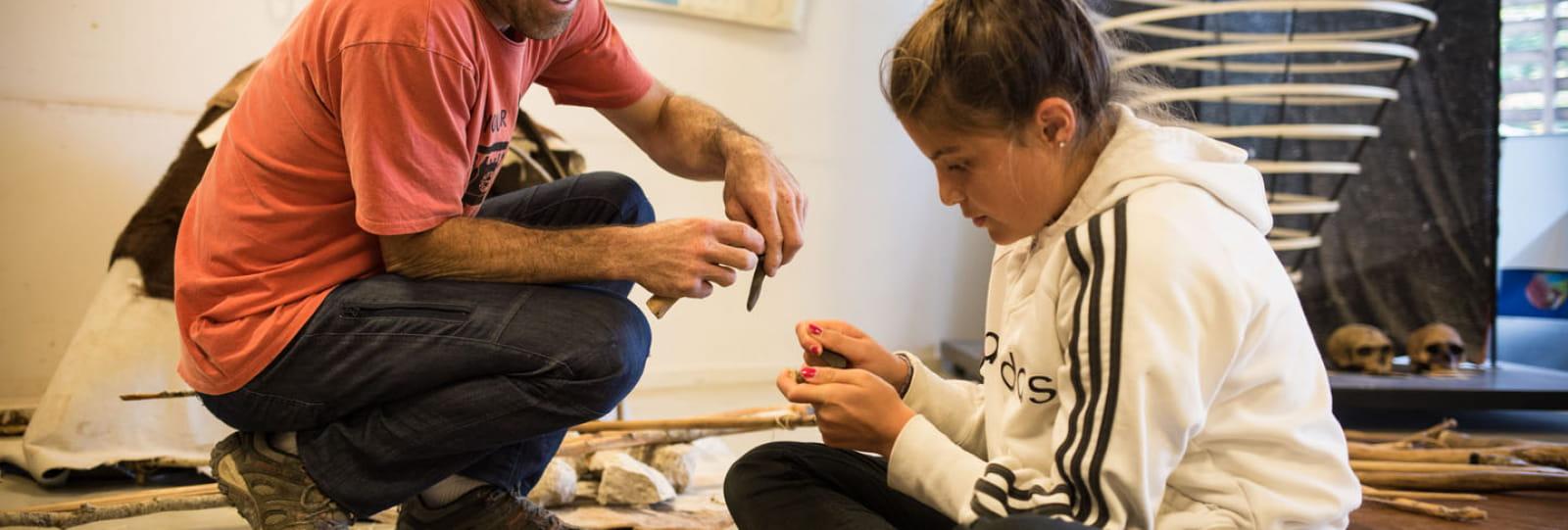 Atelier outil Musée de la Préhistoire du Vercors ©Lucie Moraillon