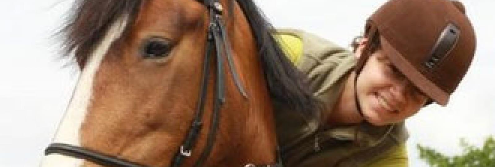 Equitation adaptée avec Poney aventure