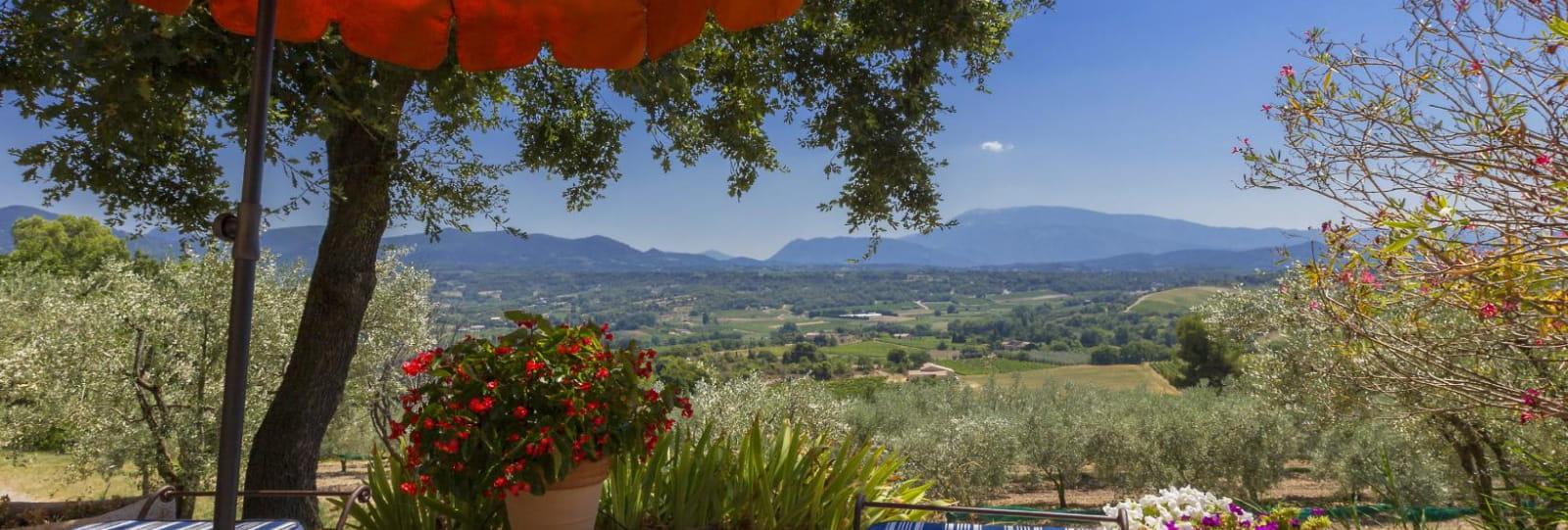 Vue de la terrasse vers la vallée du Ventoux