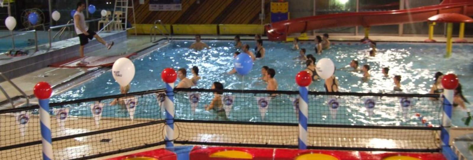 piscine couverte avec toboggans