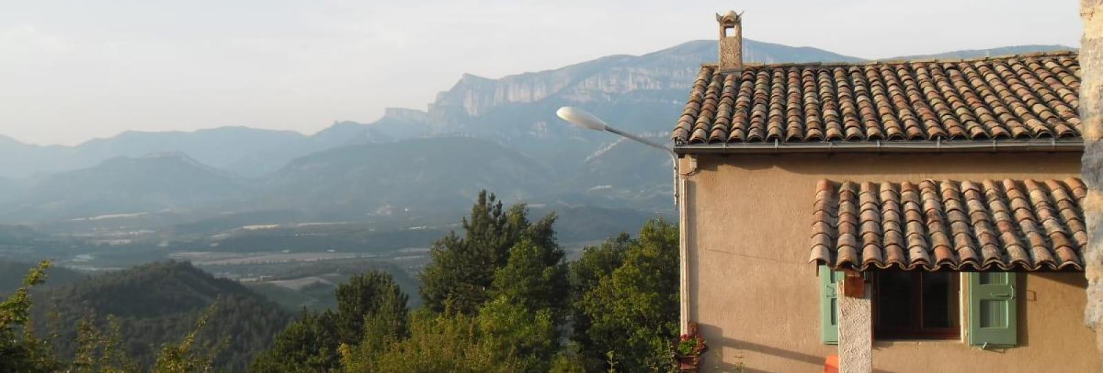 Terrasse et vue sur la vallée Dioise