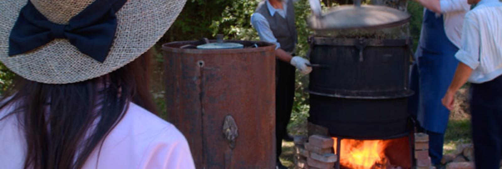 Distillation traditionnelle de lavande