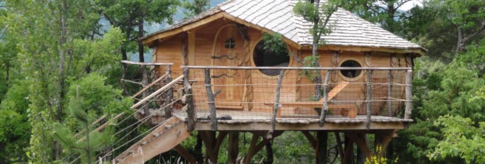 Oasis Bellecombe Eco-Site : tree house, yurts, teepee, caravan