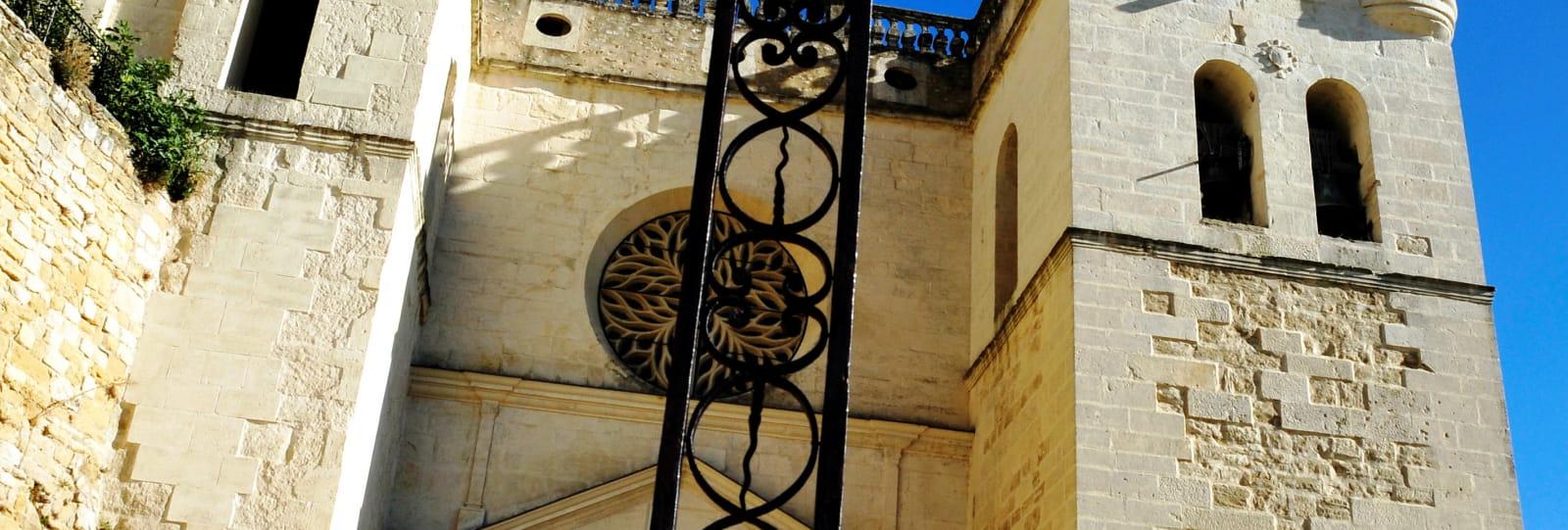Façade et Croix - Collégiale Saint Sauveur