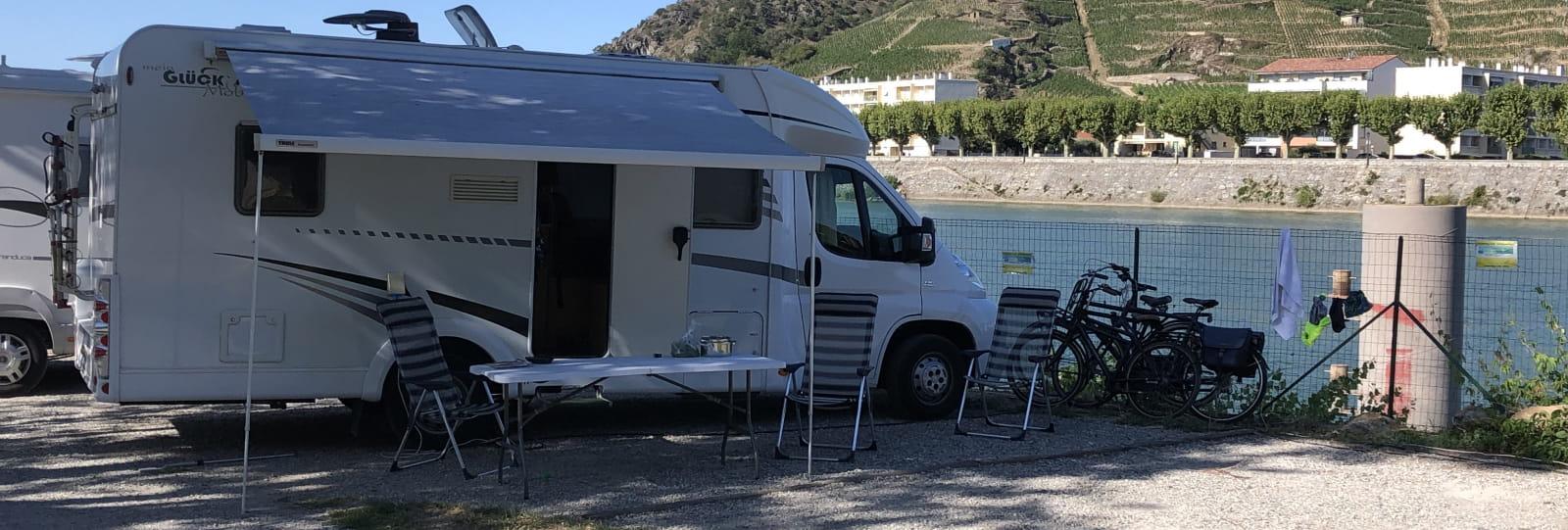 Aire de camping-car - Camping Le Rhône