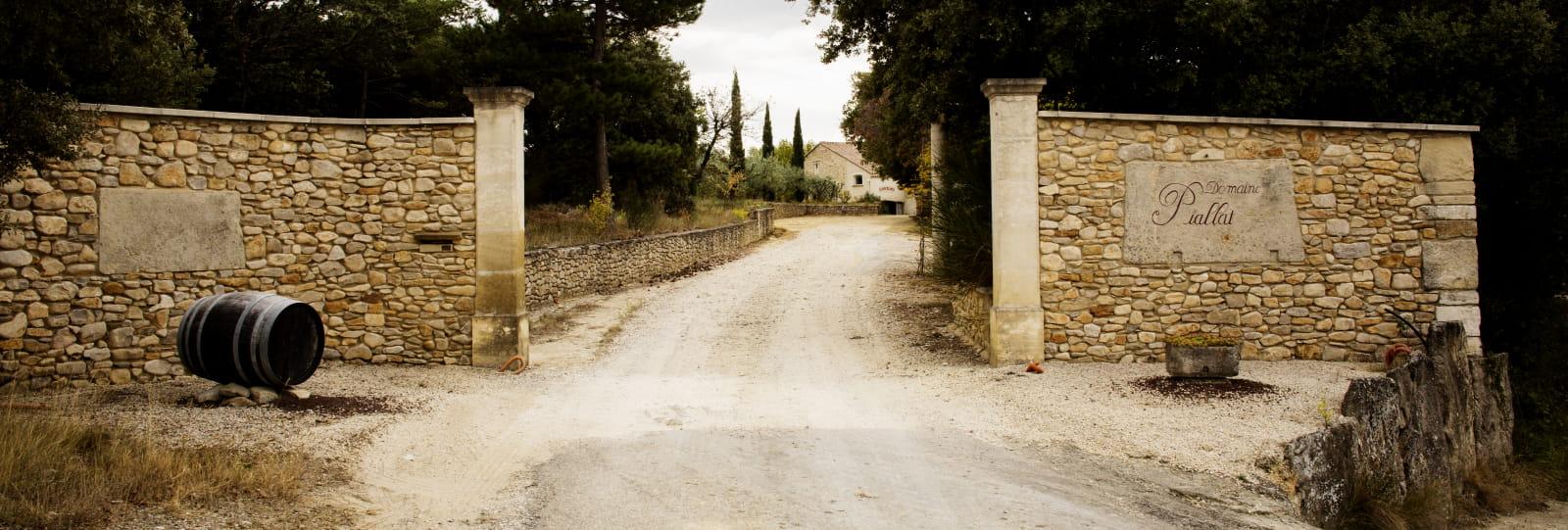 Entrée du domaine - Domaine Piallat
