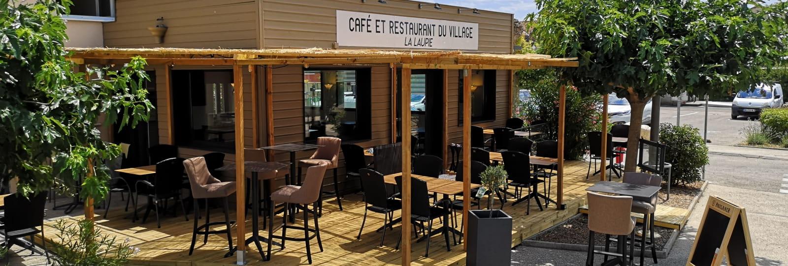 Café et restaurant du village