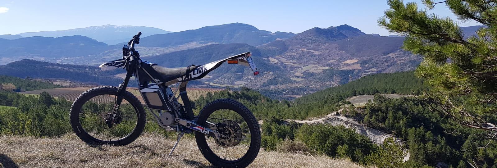 Randonnées en moto électrique LMX