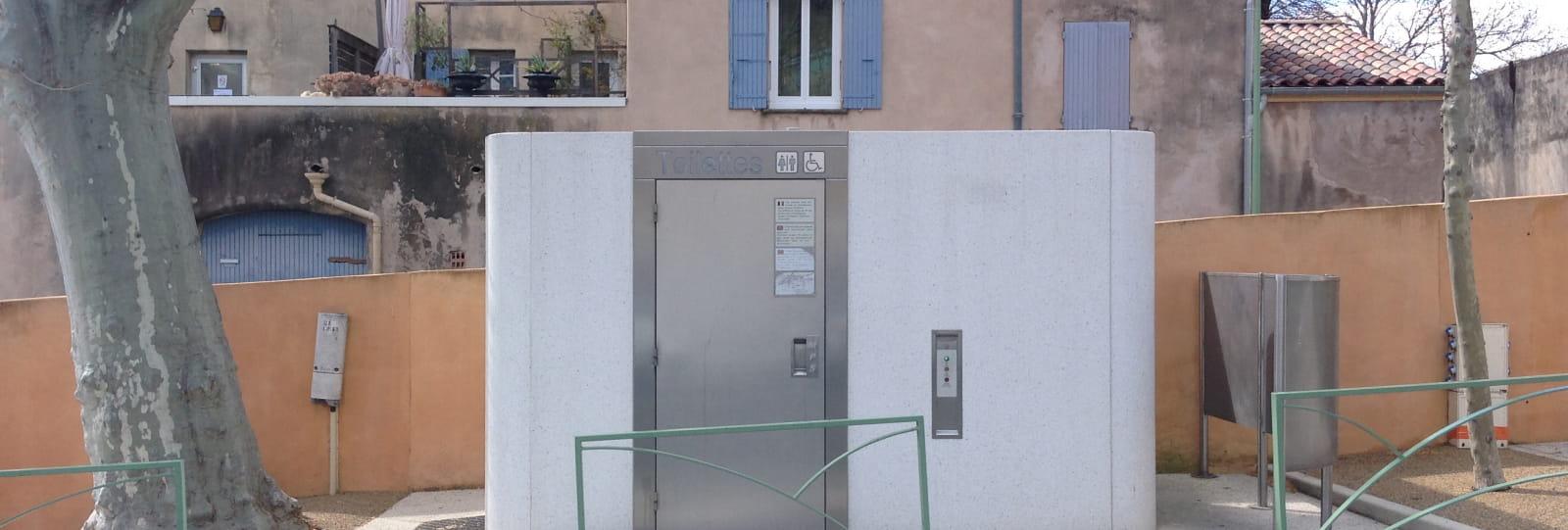 WC publics accessibles aux personnes à mobilité réduite