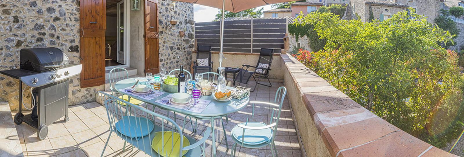 La terrasse devant la maison
