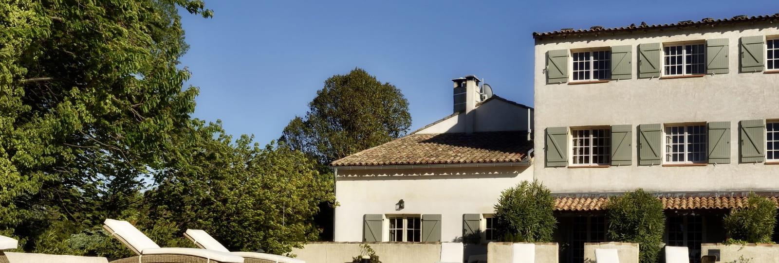 Hôtel et piscine - Hôtel Domaine le Bois des Dames