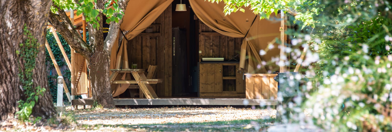 Lodges/Trappeurs/Roulottes Gervanne Camping